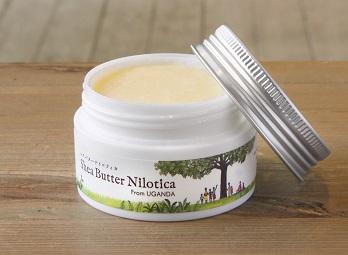 肌にうるおいを与え、やさしく保護してくれる天然のシアバターは、厳しい気候に耐え抜いて育つシアの樹の実からつくられています。