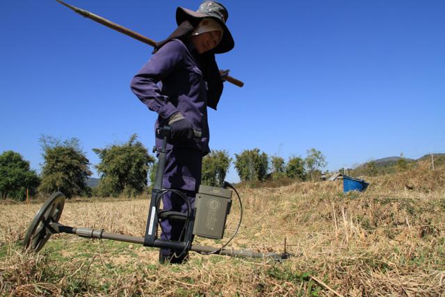 ラオスでは、不発弾撤去活動の支援を実施している (写真提供:テラ・ルネッサンス)