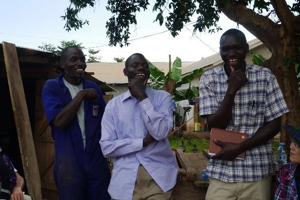 ウガンダの元子ども兵とテラ・ルネッサンス現地スタッフ (写真提供:テラ・ルネッサンス)