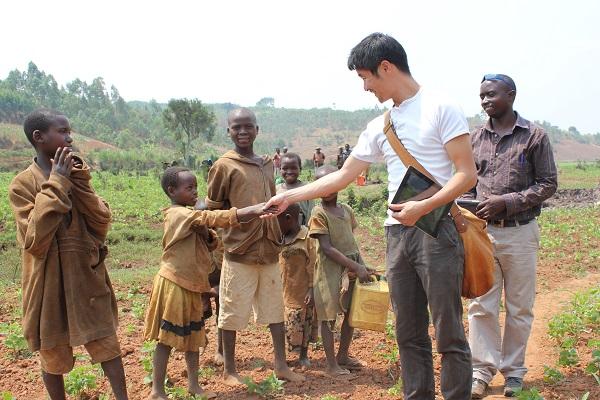 ブルンジでは、紛争の影響で孤児や「元子ども兵」など国民の大多数が貧困だ (写真提供:テラ・ルネッサンス)