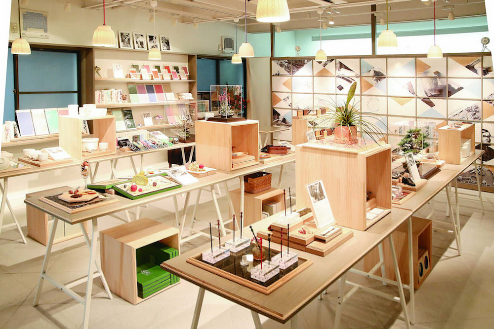 表参道にある「コトモノミチ at TOKYO」。生活雑貨からステーショナリーなど、ものづくりの担い手との協業の成果がずらり。
