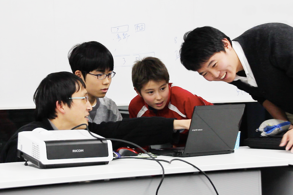「プログラミングコース」では、算数/数学や情報科学の重要な考え方を、楽しみながら身につけていきます。